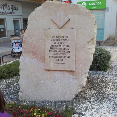 Monòlit d'homenatge als Maulets